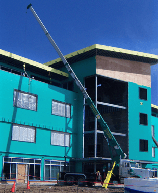 Worker holding the crane cables
