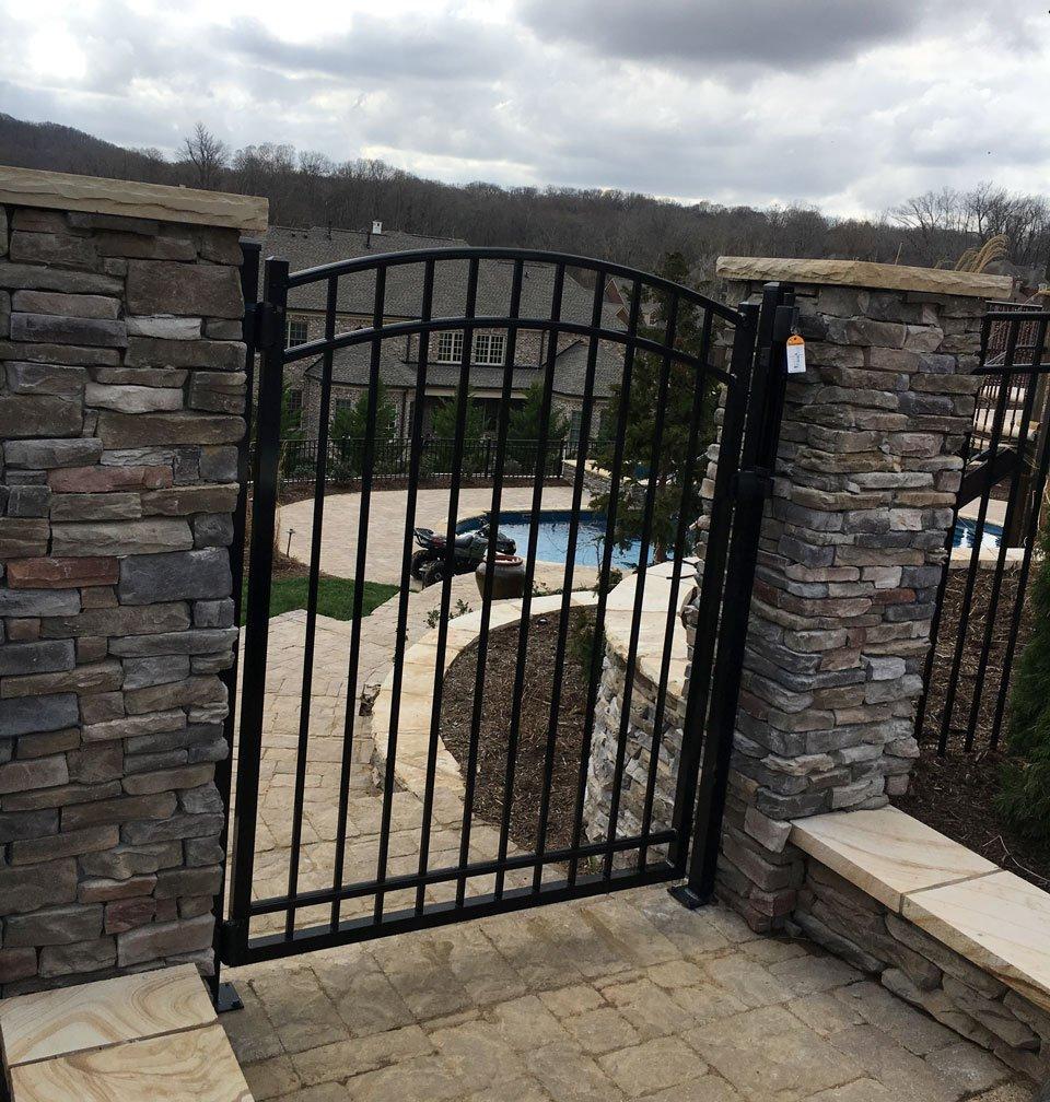 Aluminum gate