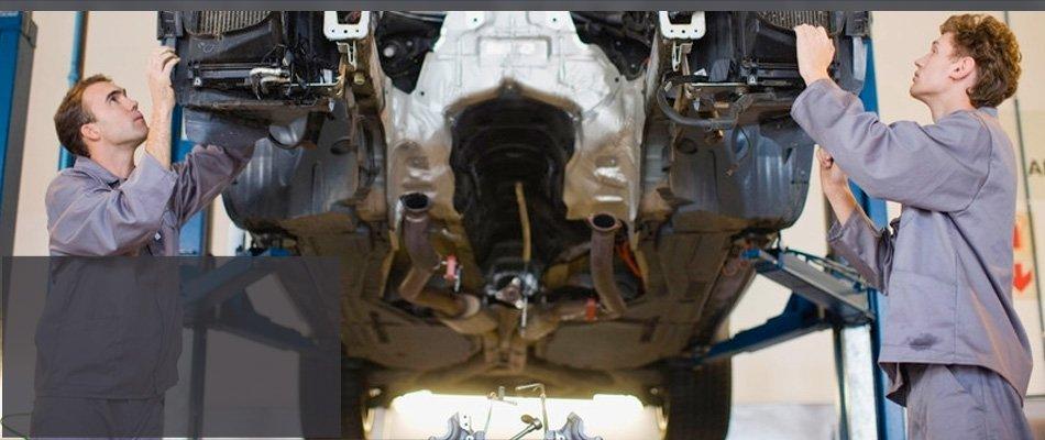 Two mechanic repairing car