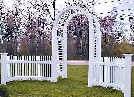 Arbor with curved rail