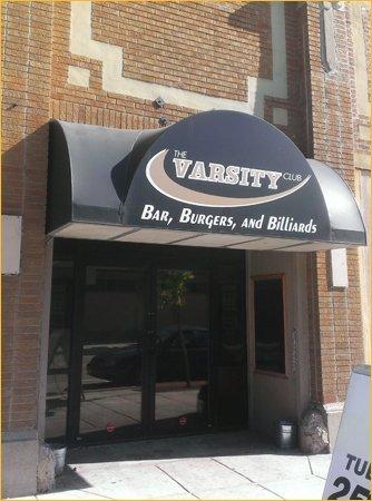Bar & grill | Oshkosh, WI | The Varsity Club | 920-651-0806