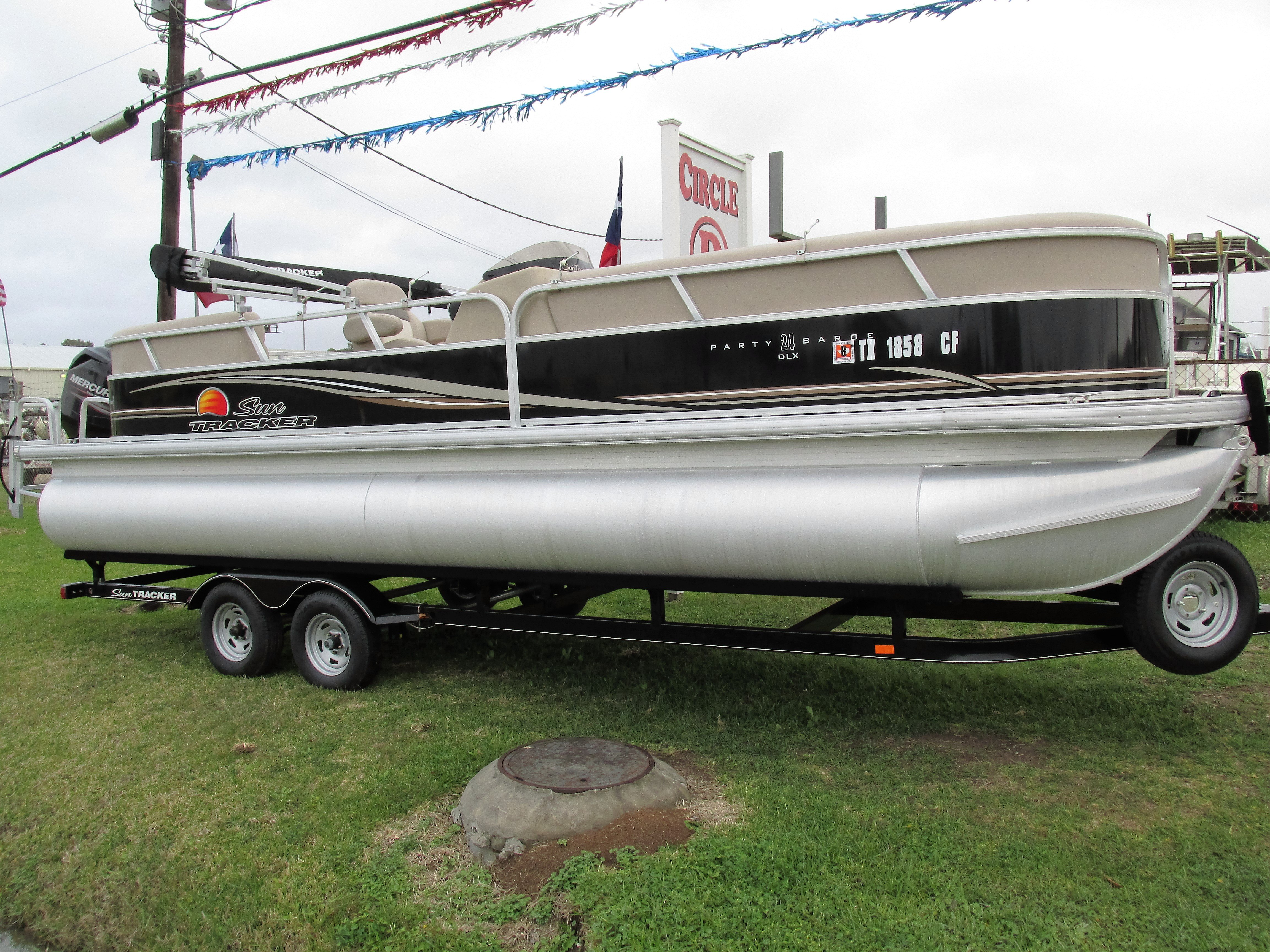 1990 McKee Craft Offshore Fisherman boat