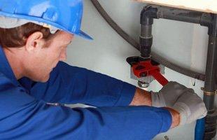 man fixing pipe leaks, man fixing pipe