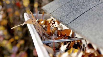 Eavestrough Cleaning - Battle Creek, MI - Hill's Eavestroughing