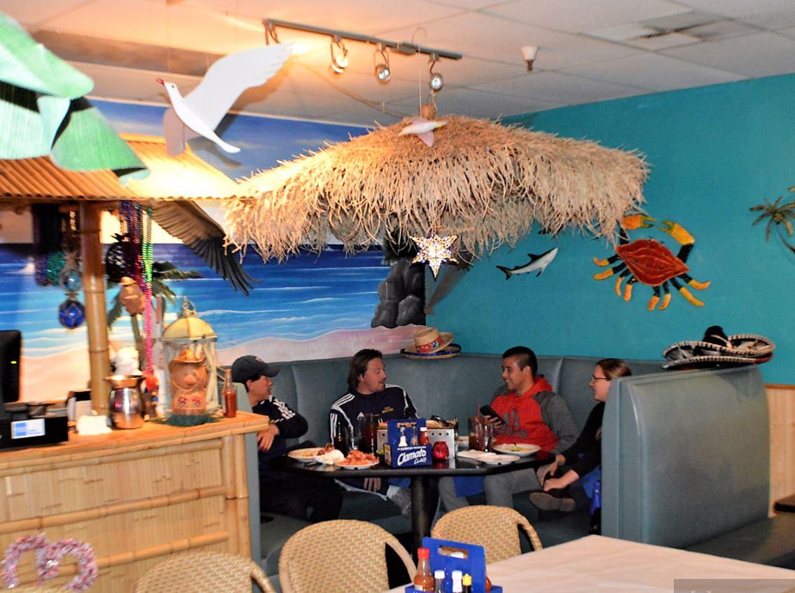 El Pelicano Seafood Restaurant