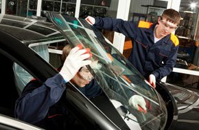 Two mechanic confident on installing windshield