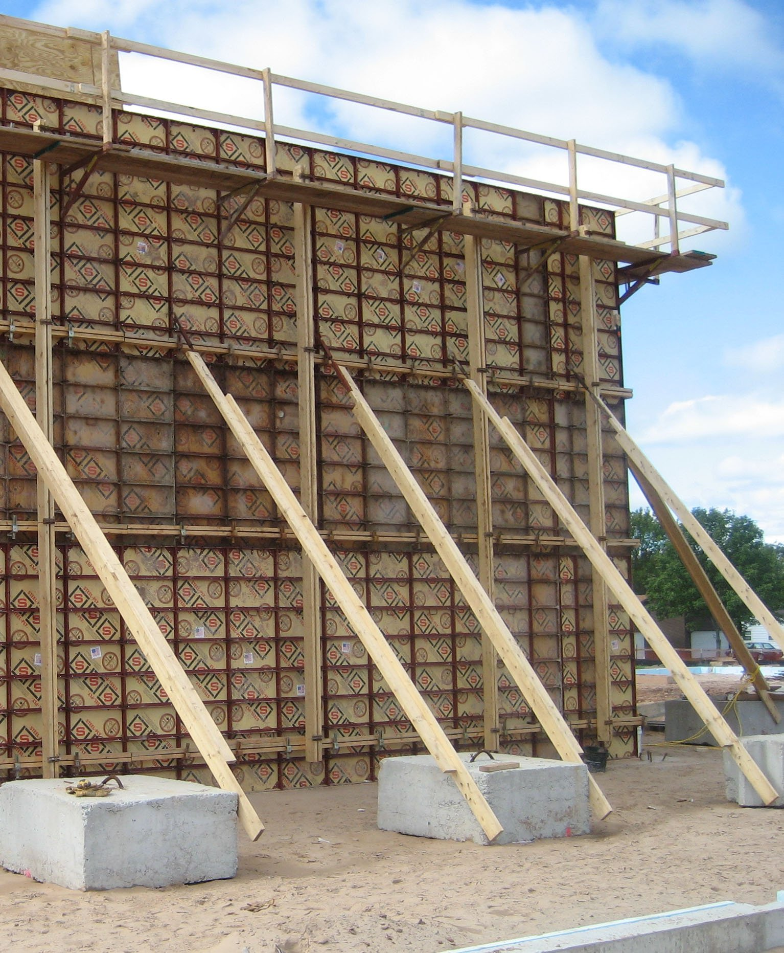 Concrete rentals rental accessories hibbing mn for Basement wall forms