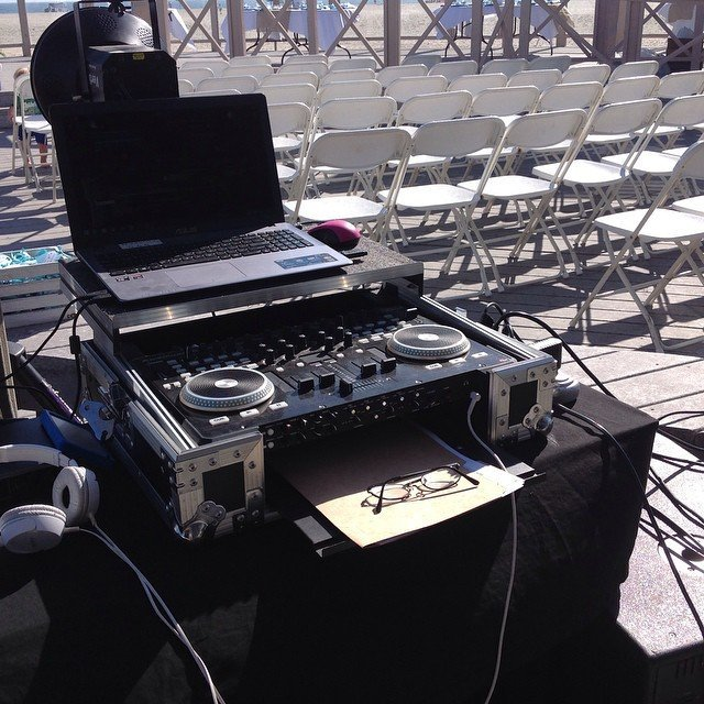 DJ and lighting service
