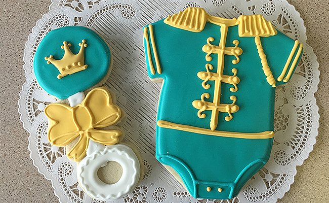 Baby clothes cookies