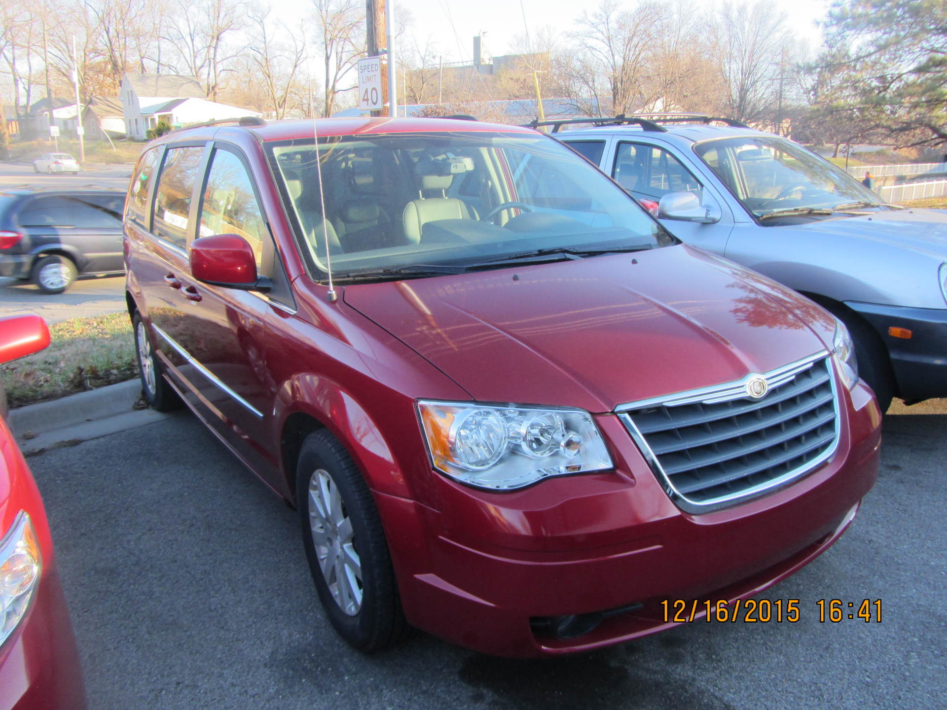 2009 Chrysler Town & Country Van, Red