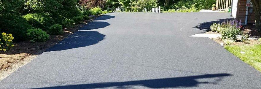 Asphalt paving