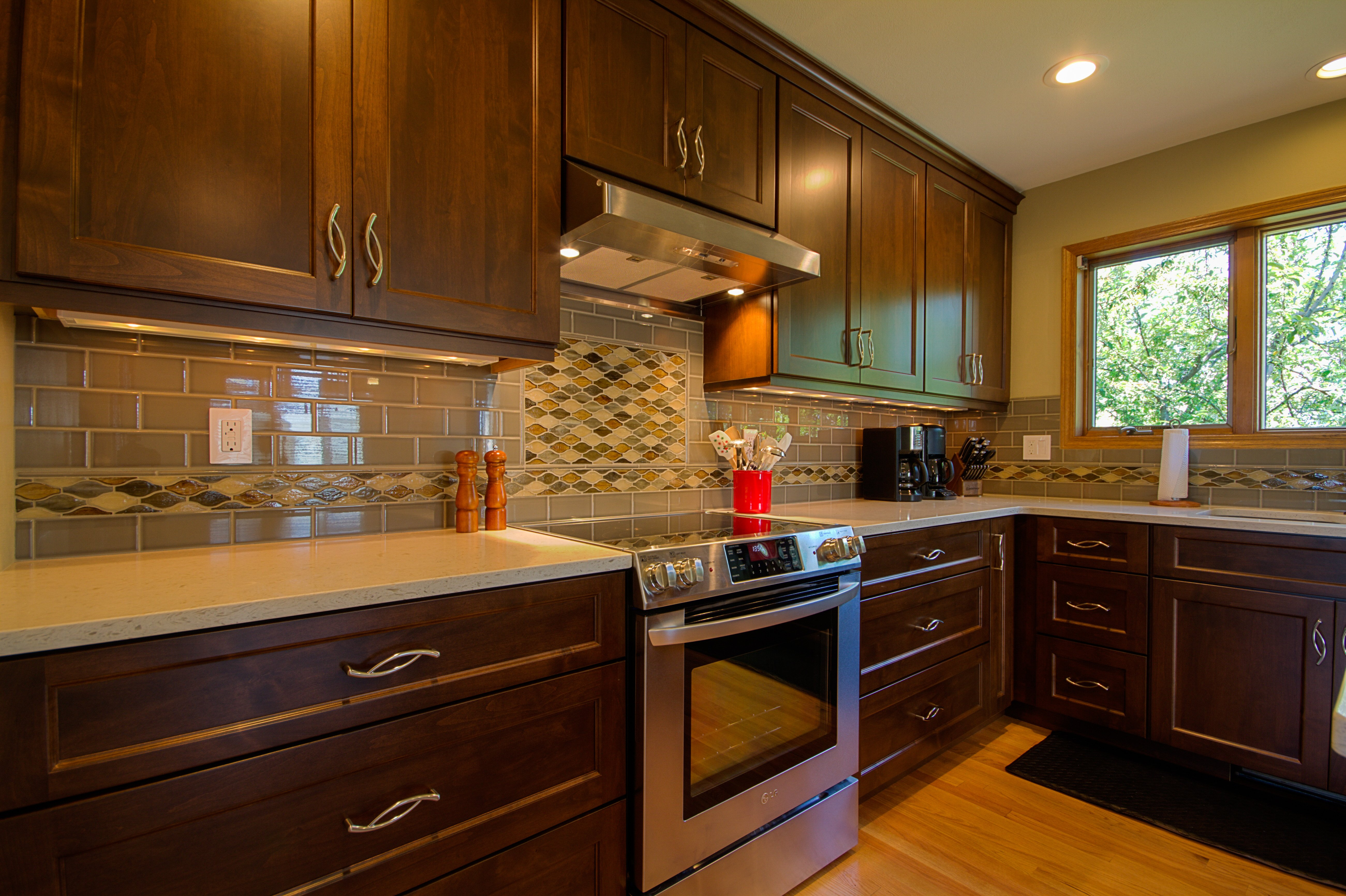 Kitchen Remodeling and Design, glass subway tile, dark brown cabinets