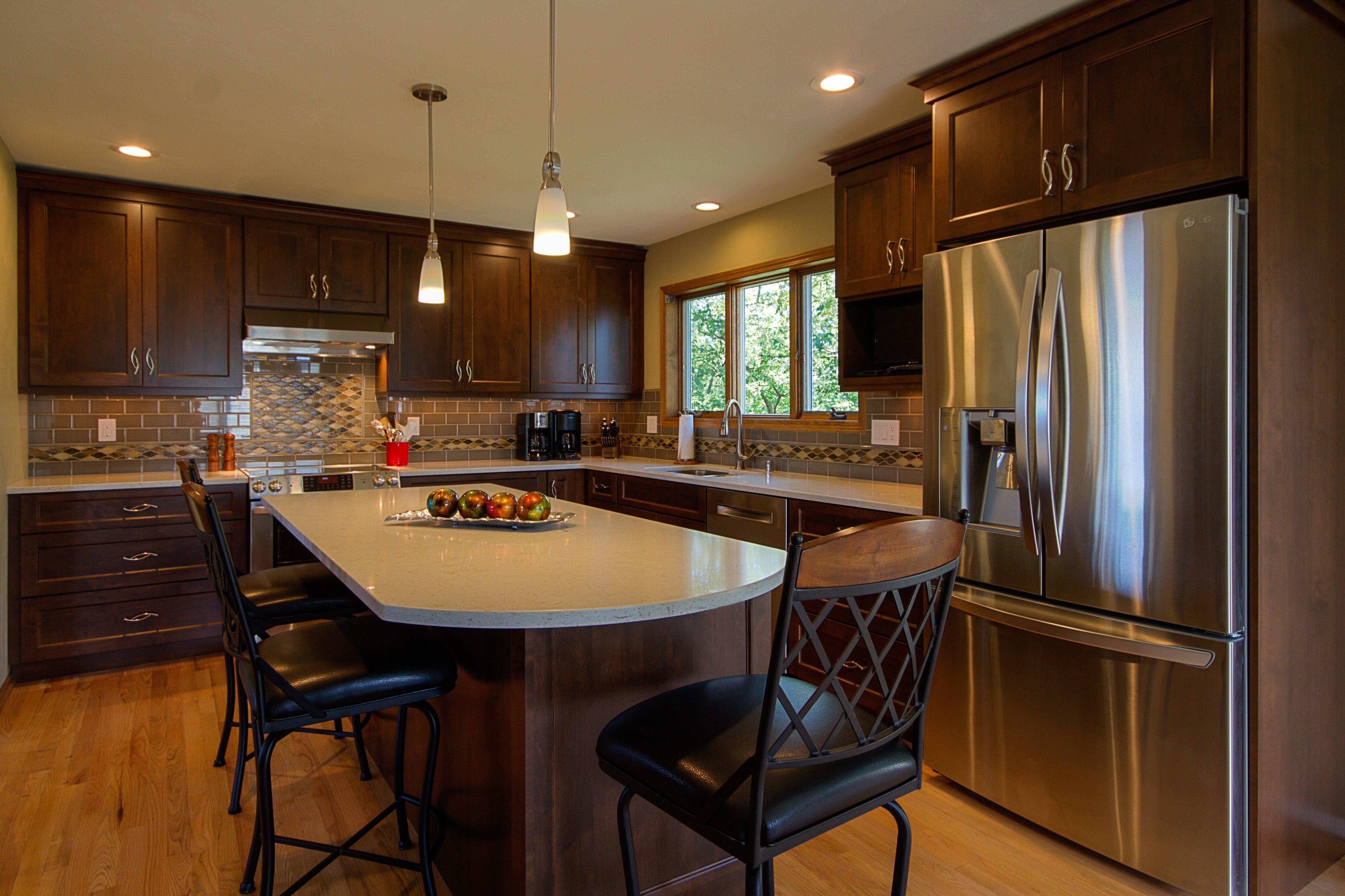 Kitchen Remodeling and Design, l-shape kitchen, narrow kitchen island, quartz countertop, dark brown kitchen cabinets