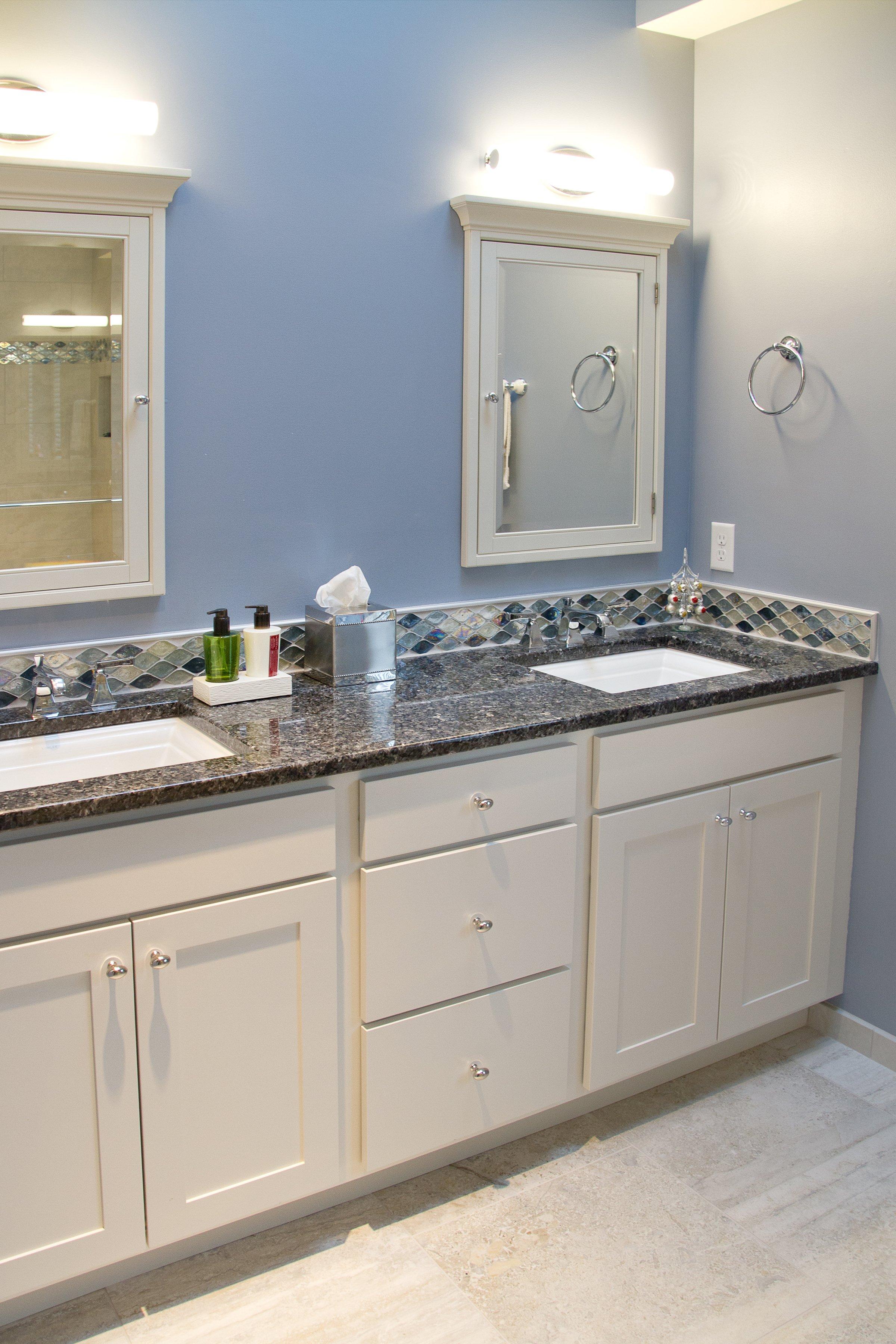 Bathroom Design, traditional bathroom design, blue pearl granite countertop, white vanity design, double sink vanity, kohler memoirs sinks, kohler memoirs faucets
