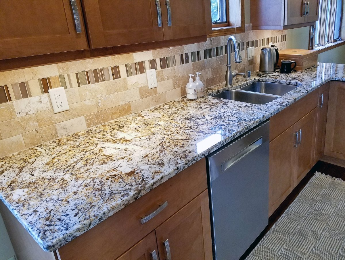 kitchen granite countertop, white and brown granite, travertine backsplash, travertine 3x6 subway tile, glass accent kitchen tile