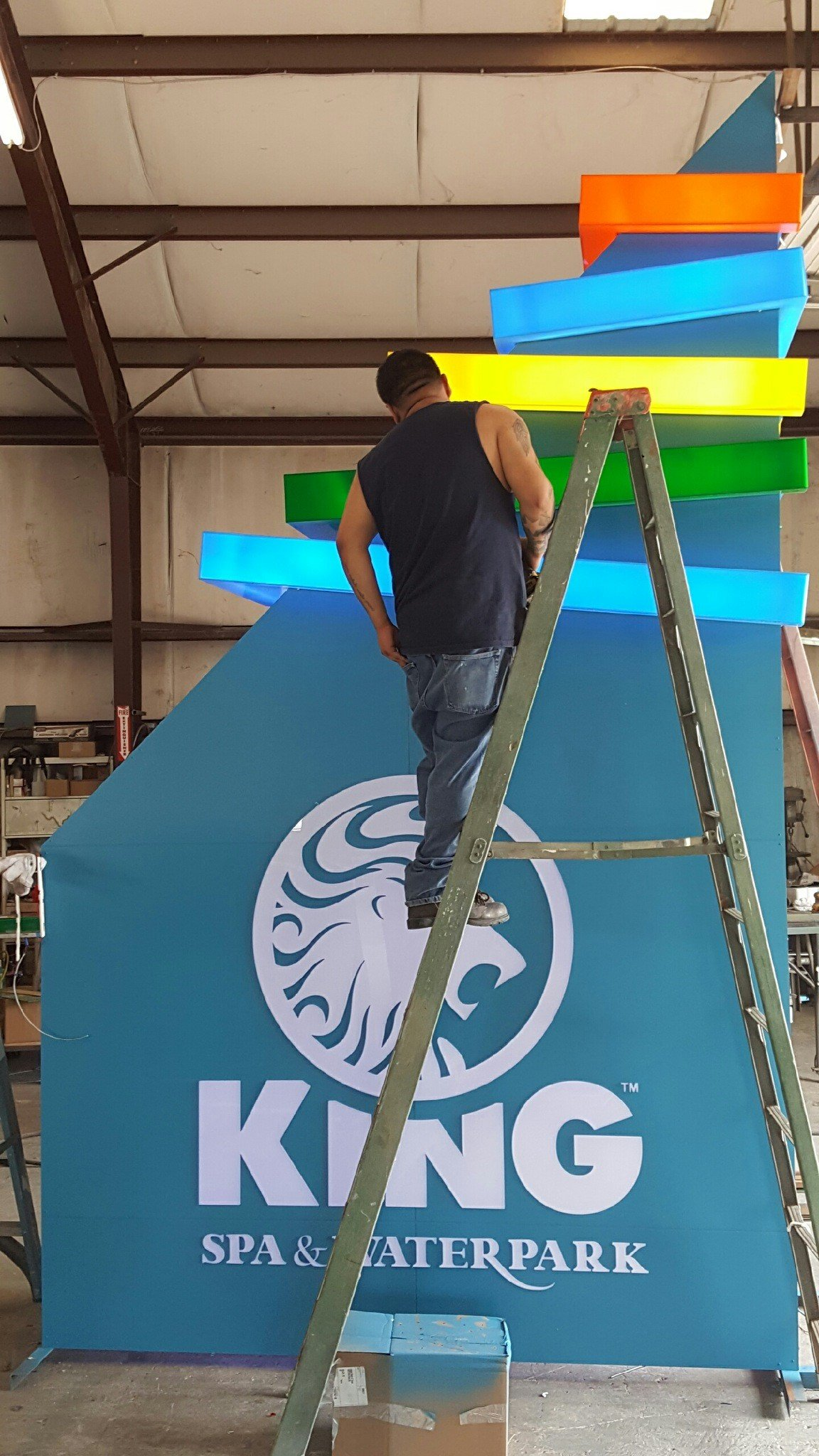 King Spa & Waterpark Sign