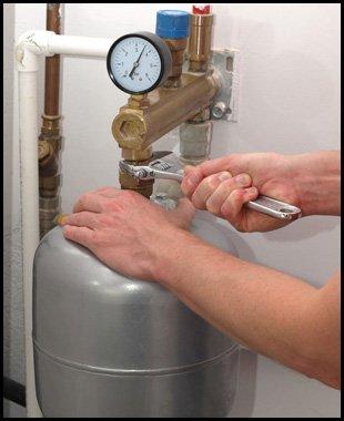 Repairing pressure vessel with spanner