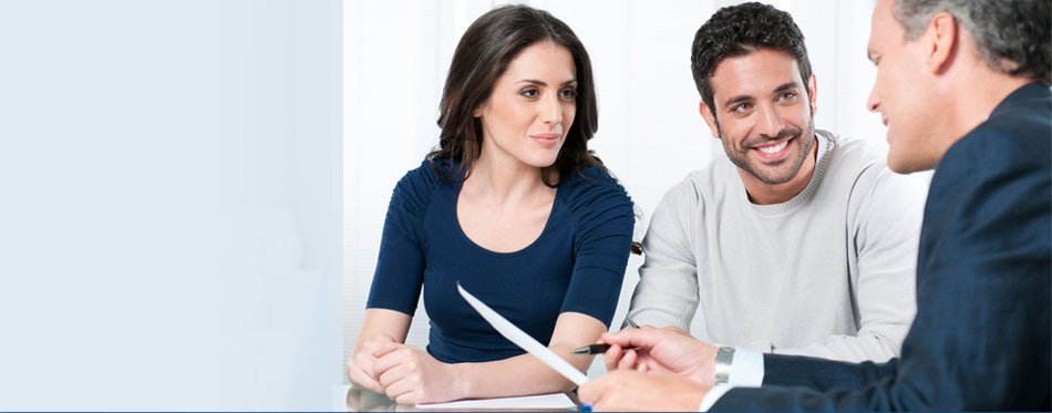 Couple consulting to lawyer