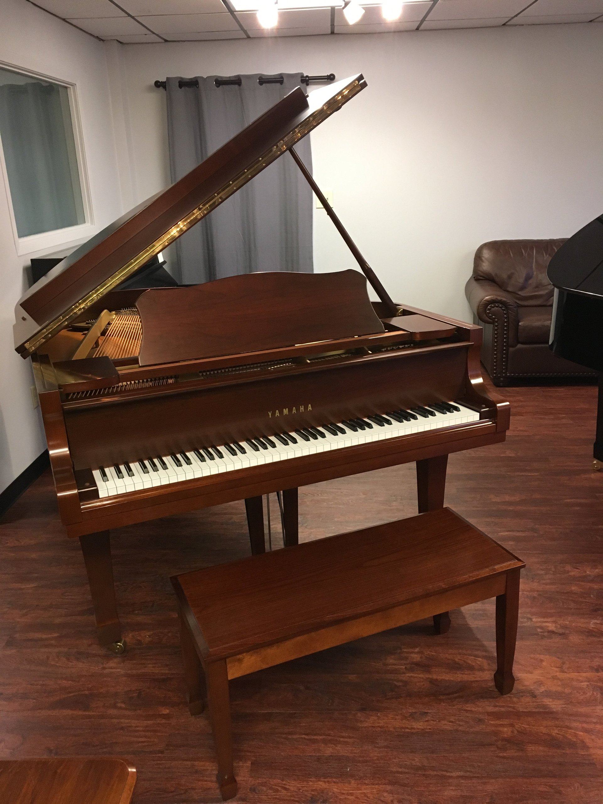 glasgow piano services pre owned piano photo gallery montgomery. Black Bedroom Furniture Sets. Home Design Ideas