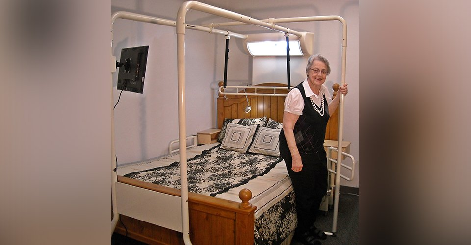 Elderly Bed Trapeze System for Easy Bed Transfer