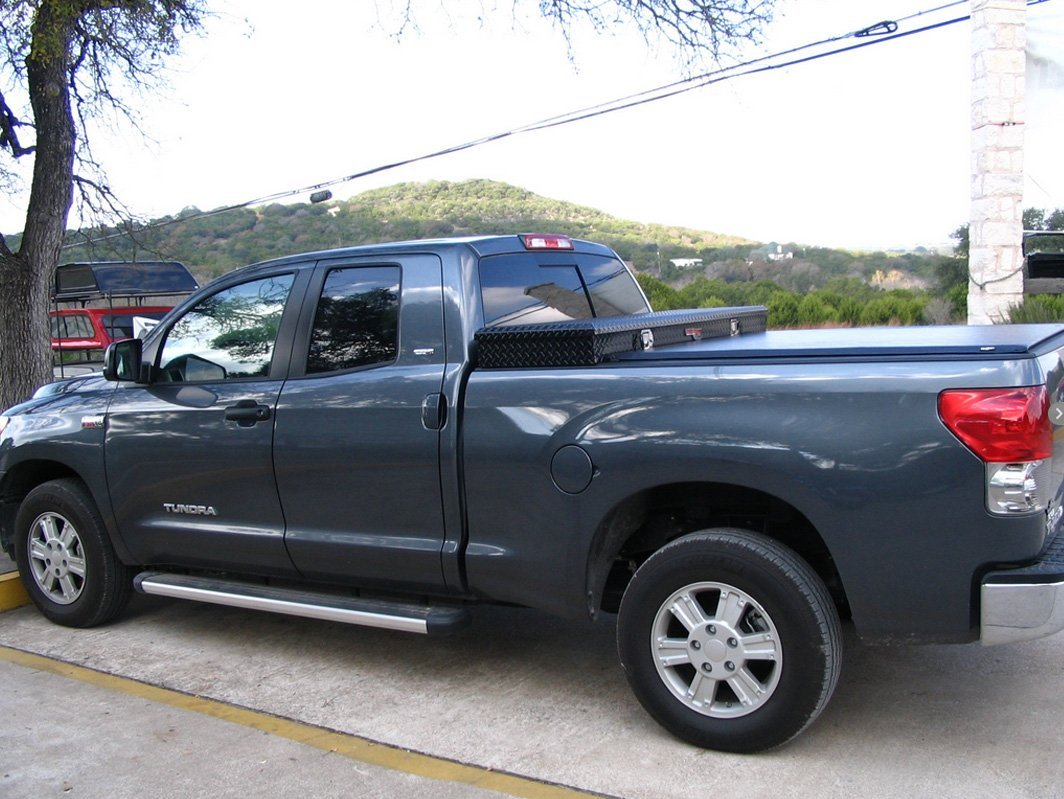 Truck with tonneau cover