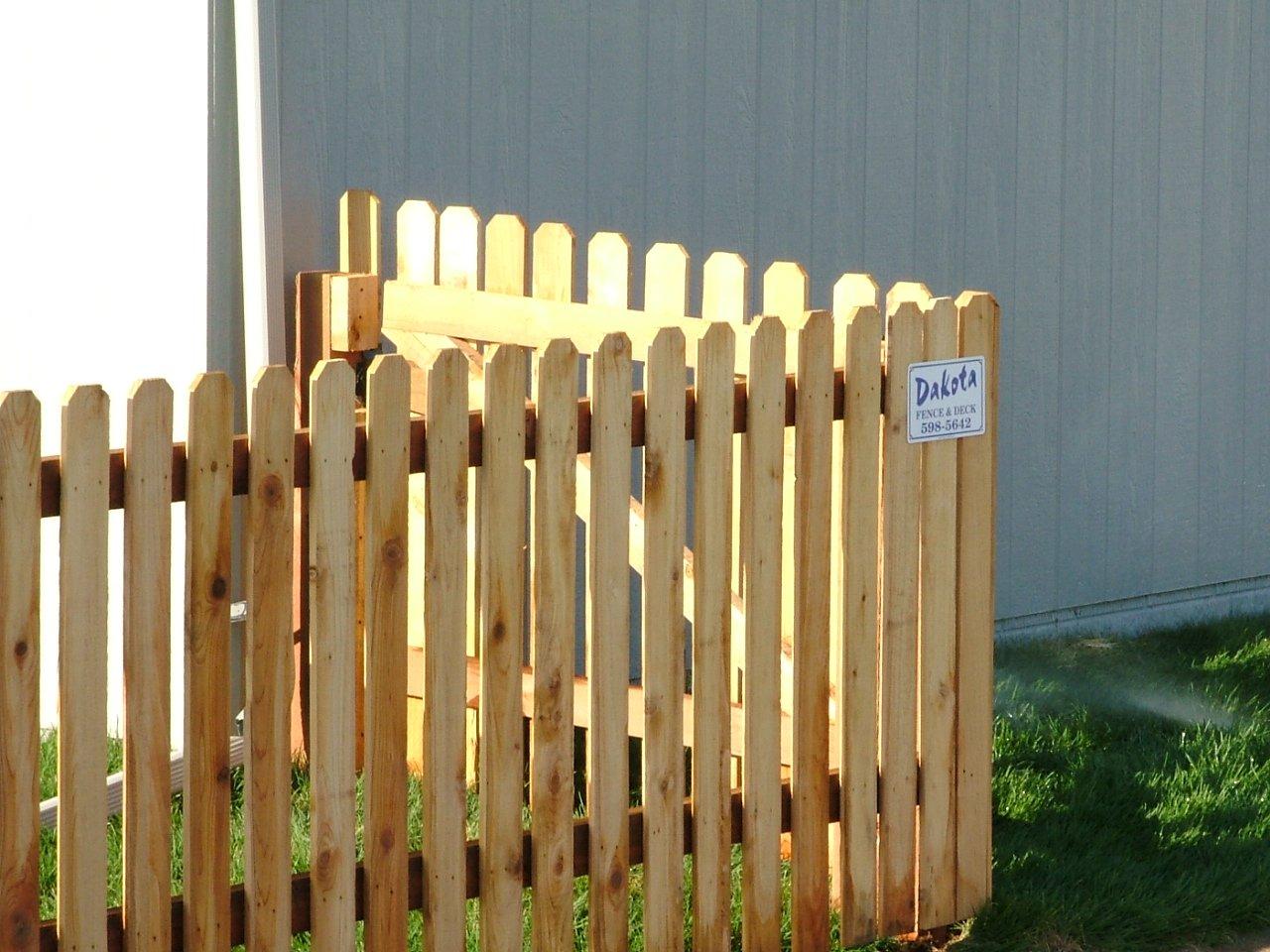Dakota Fence & Deck 4' cedar picket - Omaha and Papillion, Nebraska