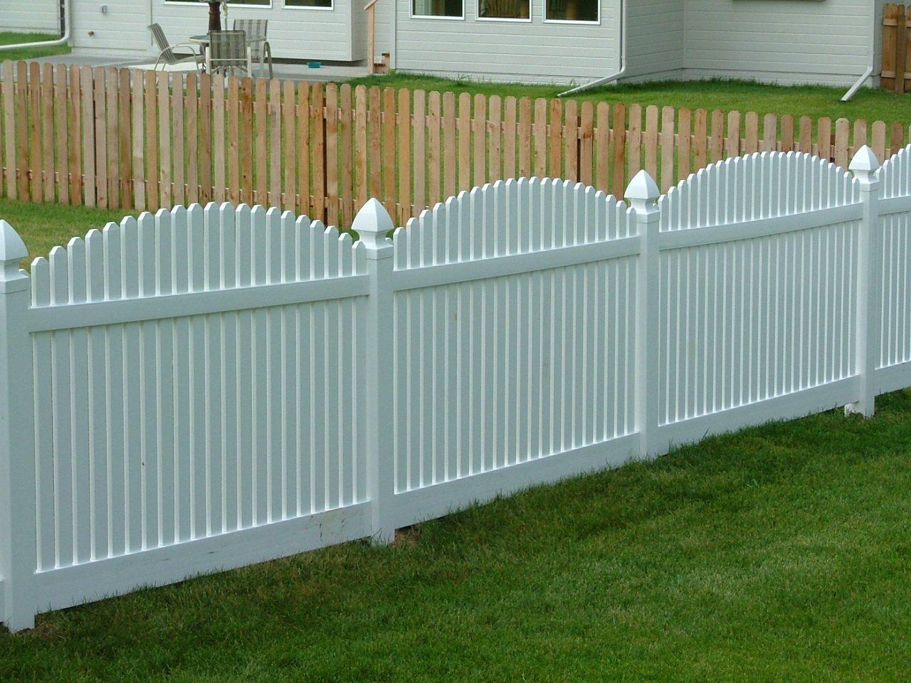 Dakota Fence & Deck 4' white pvc picket with gothic caps - Omaha and Papillion, Nebraska