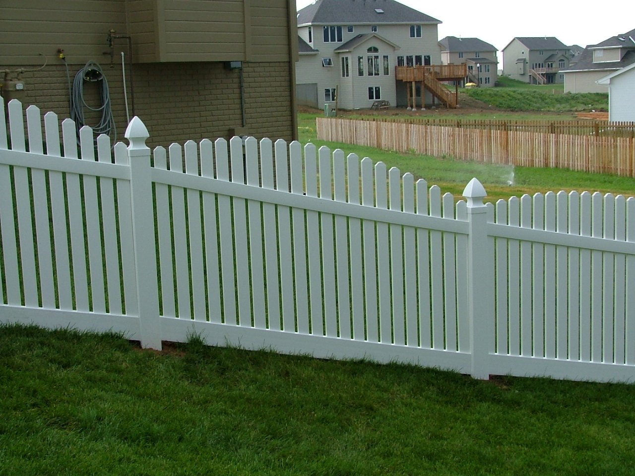 Dakota Fence & Deck 4' white pvc scalloped up picket - Omaha and Papillion, Nebraska