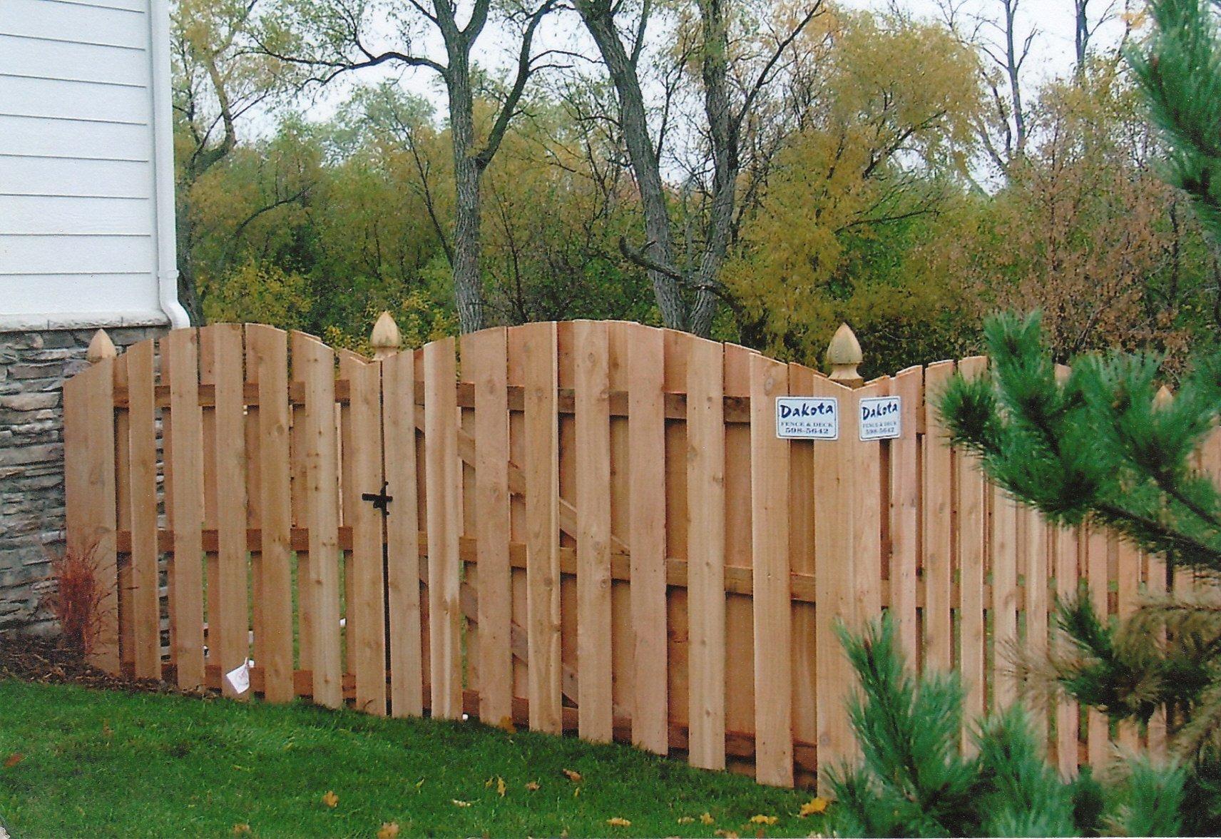 Dakota Fence & Deck 6' cedar board on board fence scalloped up with gothic posts - Omaha and Papillion, Nebraska