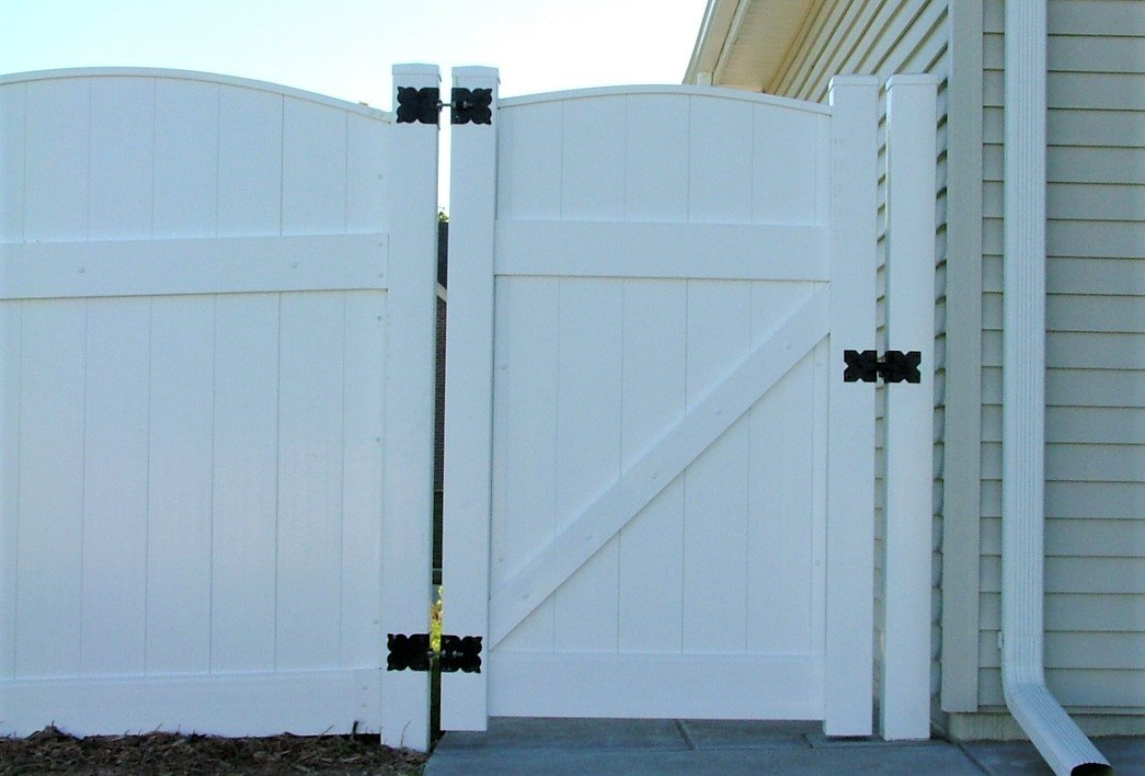 Dakota Fence & Deck 6' white solid pvc scalloped up - Omaha and Papillion, Nebraska