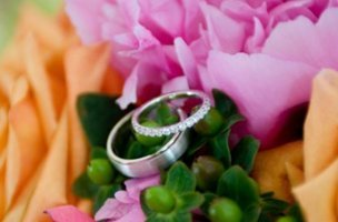 Wedding rings on top of the flower