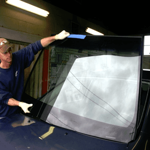 windshield repair - Winchester, TN  - Wreck-A-Mended - auto mechanic replacing the windshield
