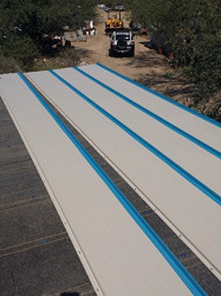 Flat roof with roofing materials
