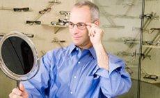 Man fitting new eye glasses