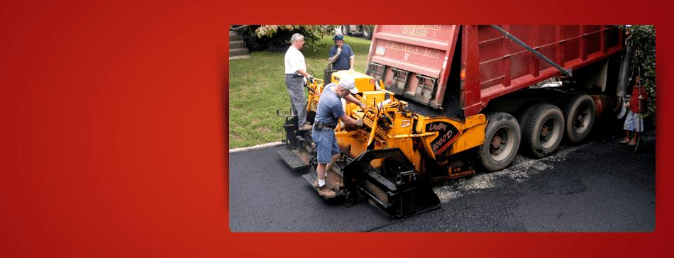 Loading paving machine with asphalt