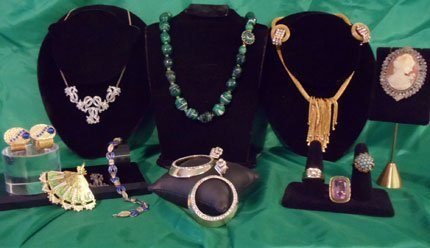 Sets of vintage, gold and silver jewelries