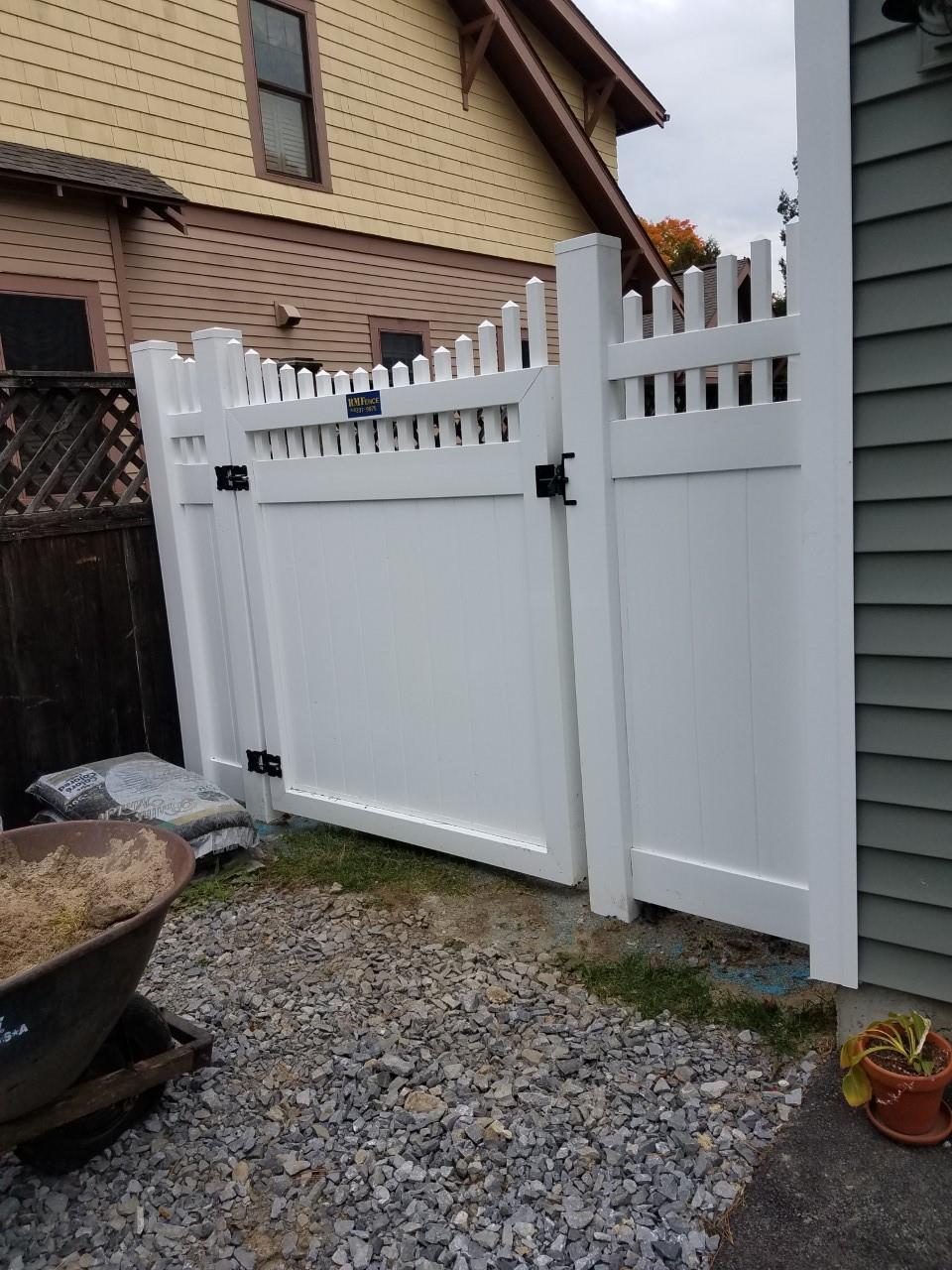 Vinyl fences pvc fences glenville ny vinyl pvc fence view all baanklon Gallery