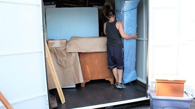 Loading furnitures