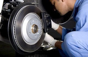 Brake service | Waukegan, IL | Greenwood Automotive Inc | 847-336-0882