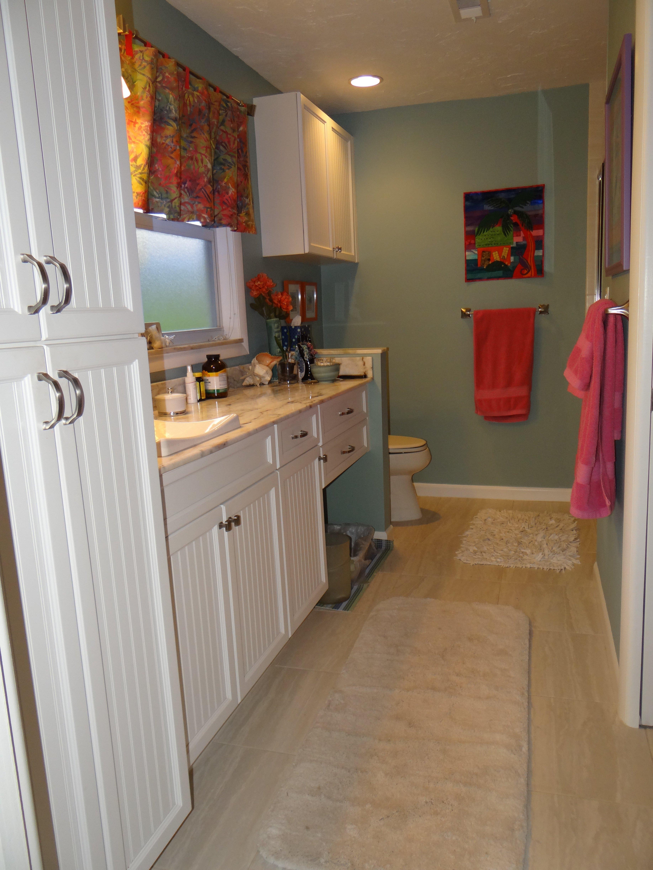 His & hers vanity white, clean bathroom