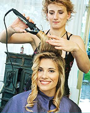 Scissor cutting | Warren, NJ | Faces Unisex Haircutters | 732-469-0019
