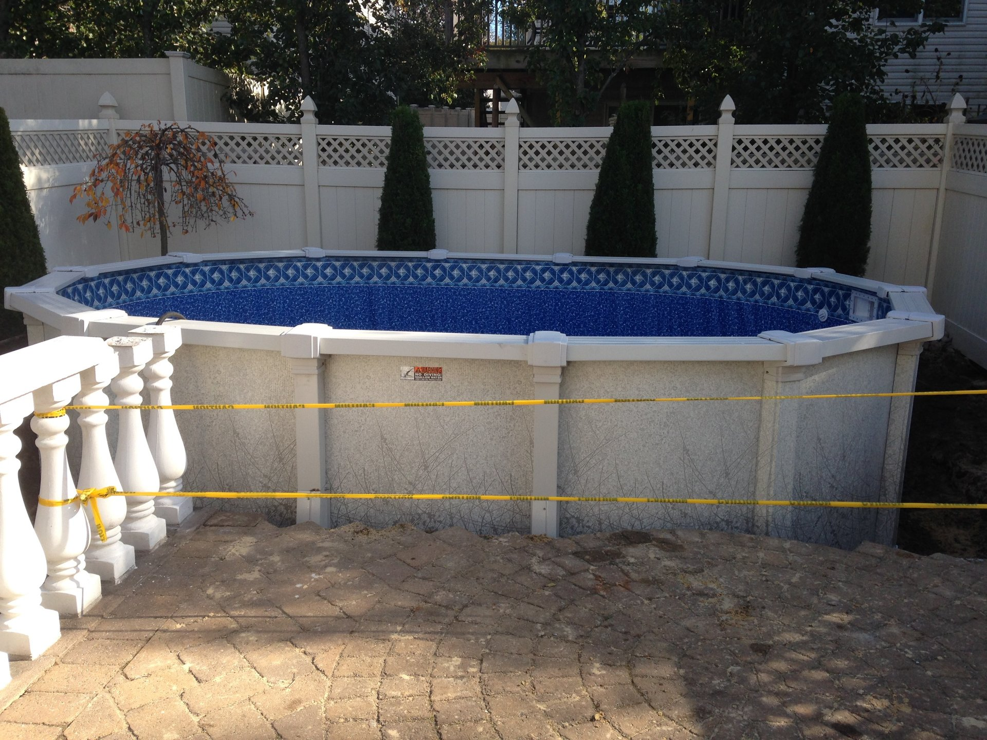 Above-ground swimming pool