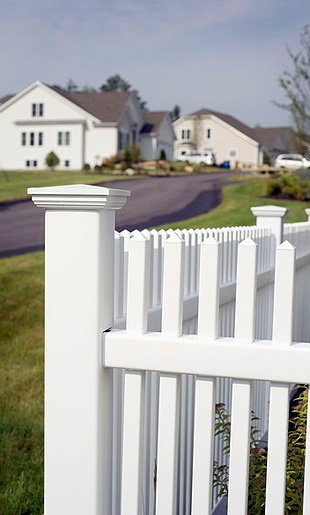 white picket fences | Wellborn, FL | PGE Fencing | 386-965-4062