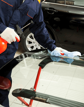 Cleaning a car windshield before installation