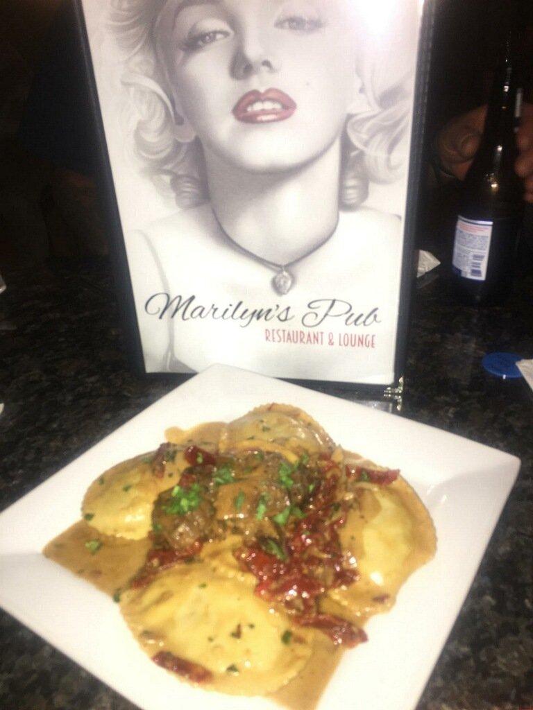 Marilyn's Pub Restaurant Food