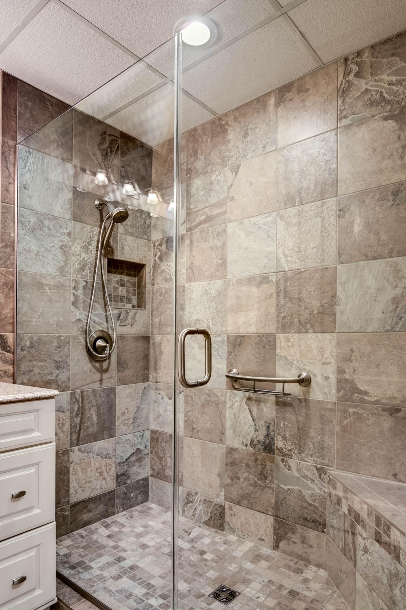 New leaf remodeling llc bathroom gallery rockford il for Bathroom remodeling rockford il