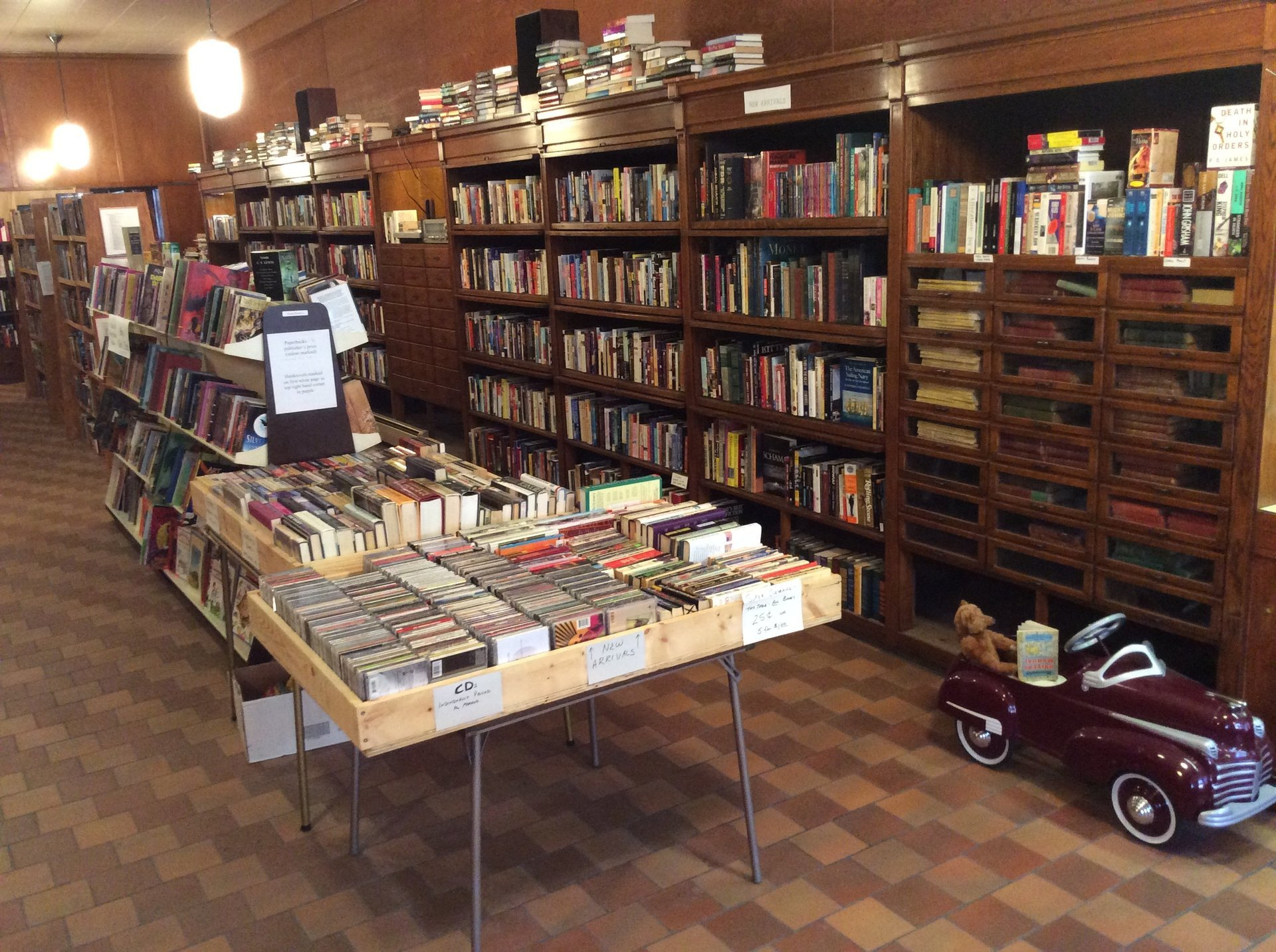 Store books and CD gallery