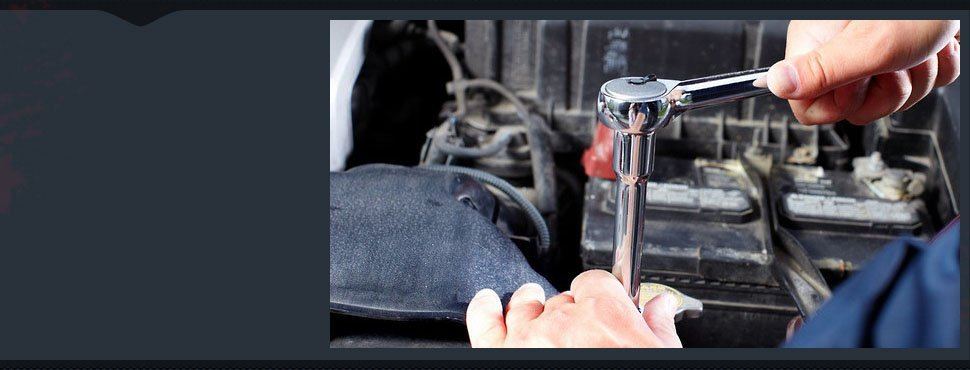 A mechanic repairing the car