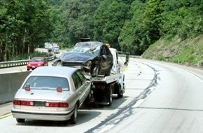 Clinton towing  | Clinton, IA | Classic Bodyworks | 563-243-2688